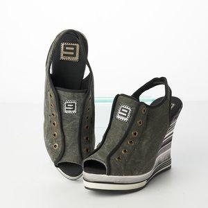 Nine West Dark Gray Multi-Color Wedge Sneaker 10